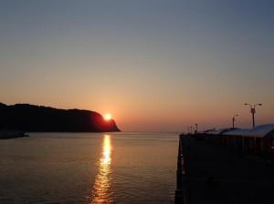 岡田港の夕陽